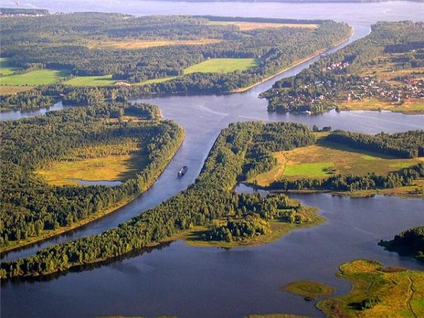 Иваньковское водохранилище.jpg